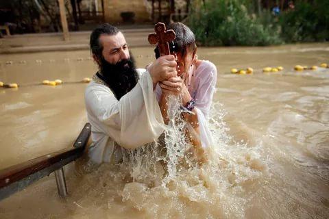 крещение в реке иордан