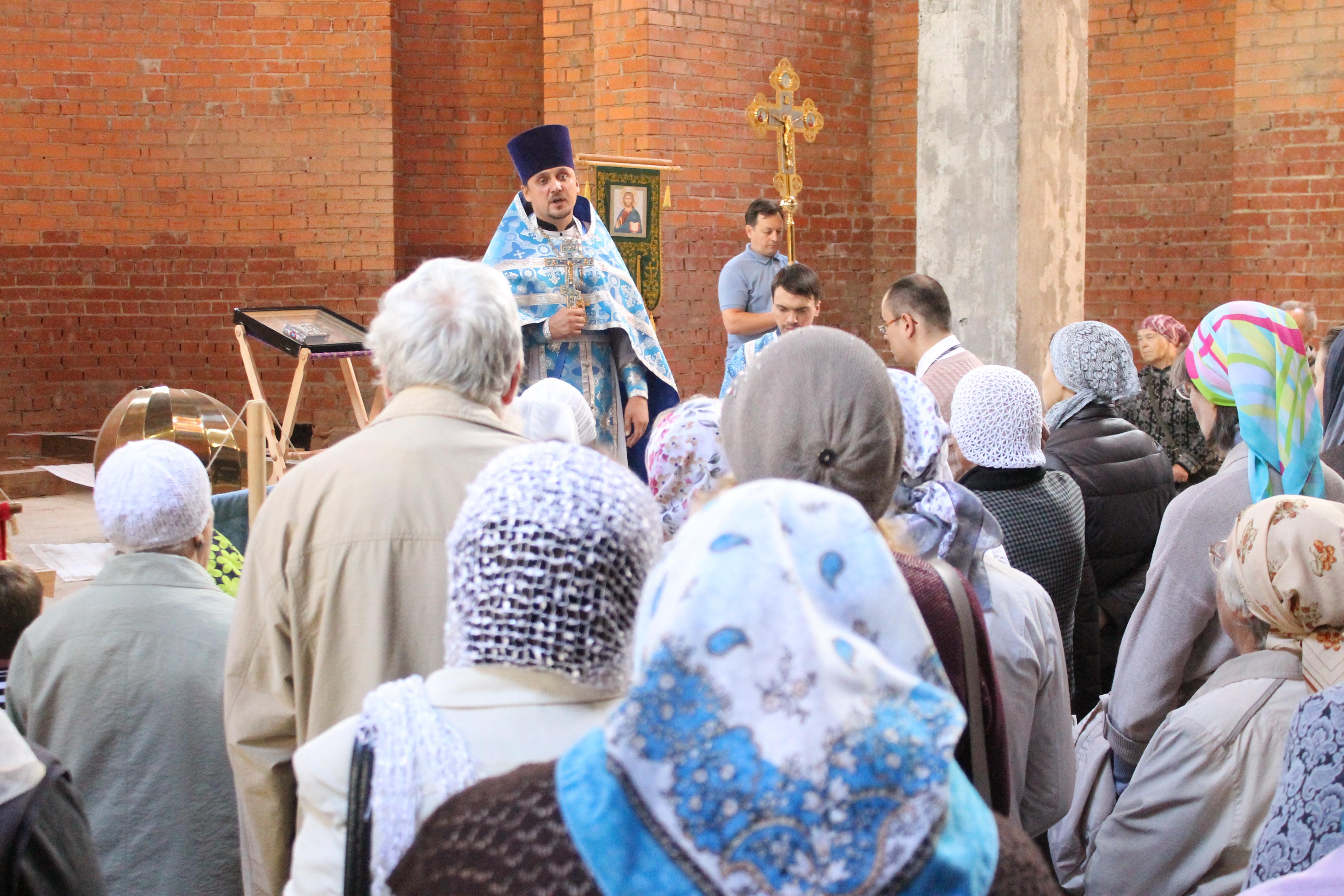 Крестный ход к строящемуся Храму святителя Луки