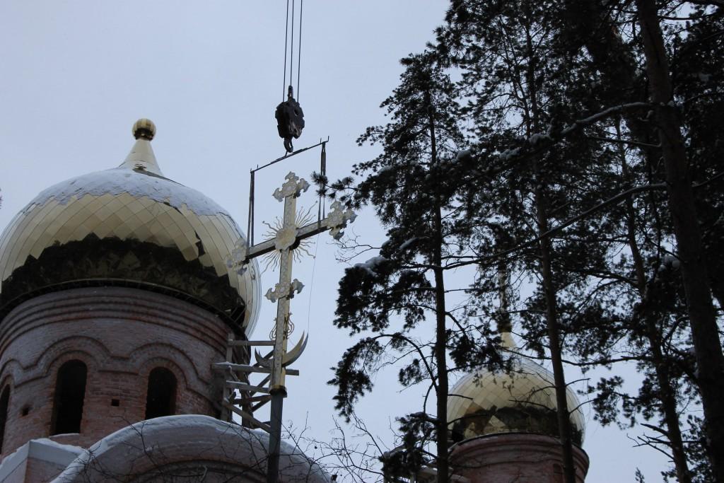 Установка куполов и крестов