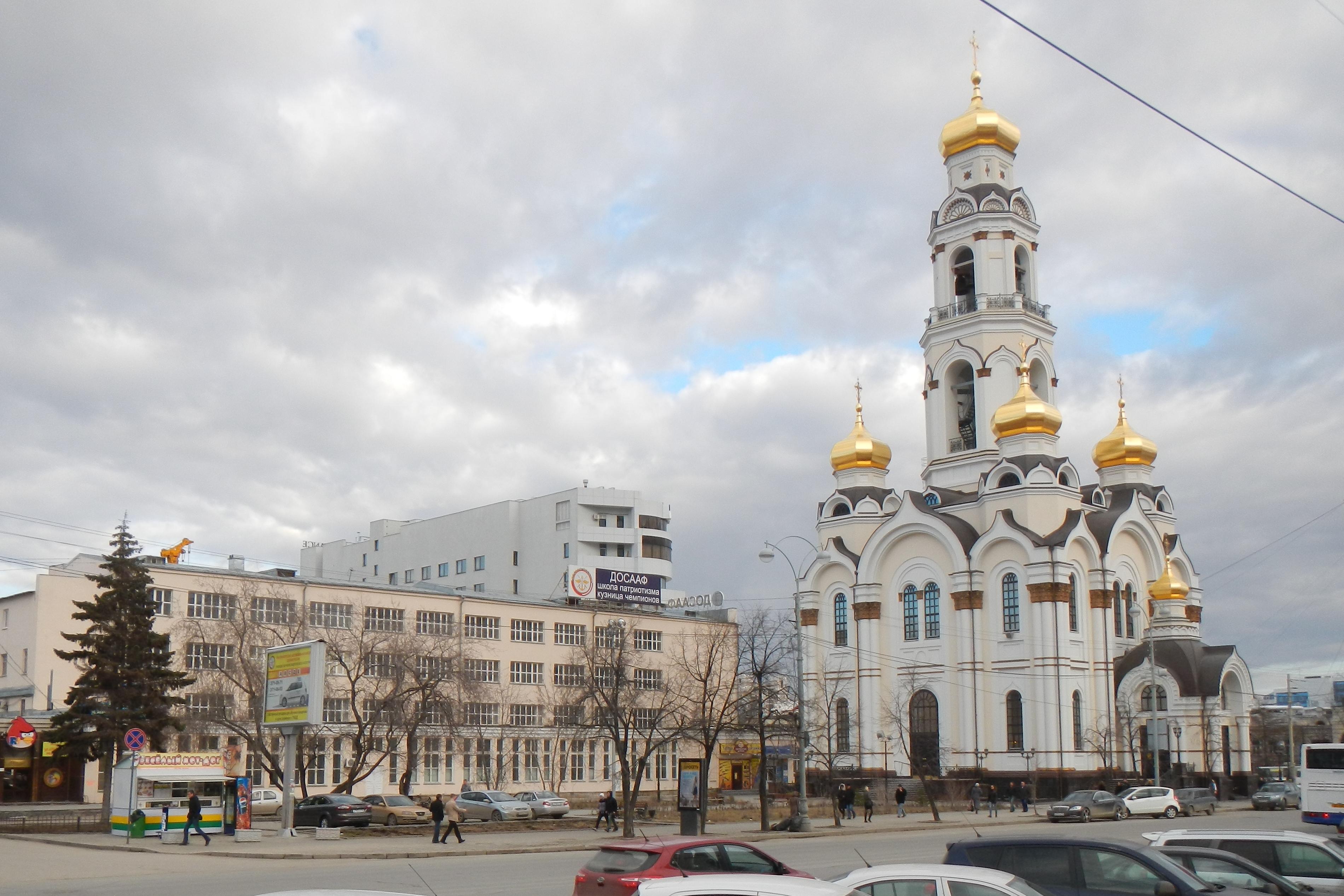 Вид_на_площадь_Малышева_01