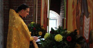 литургия в строящемся храме святителя Луки