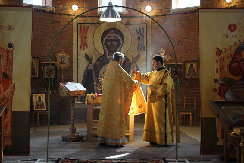 воскресное богослужение в храме Луки Крымского