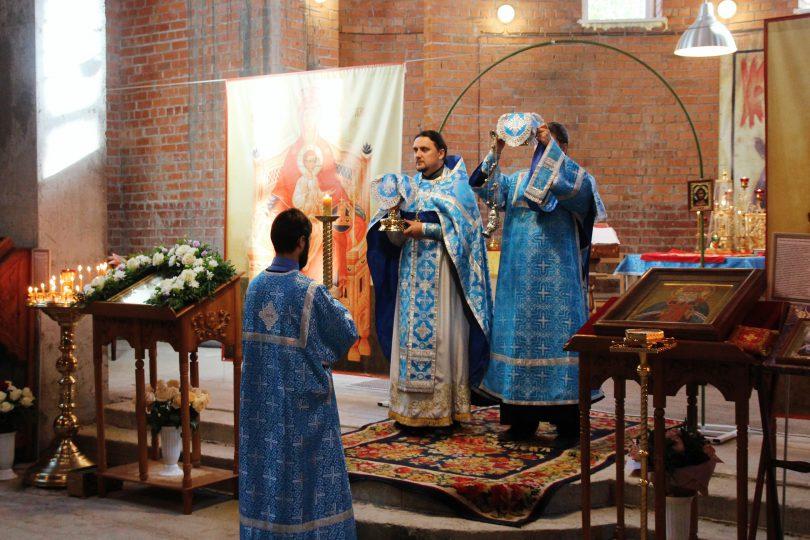 богослужение в храме луки крымского