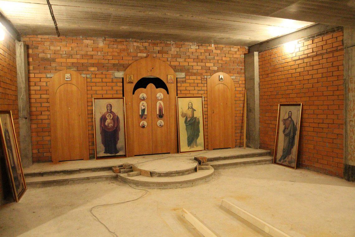 крестильный храм в цокольном этаже