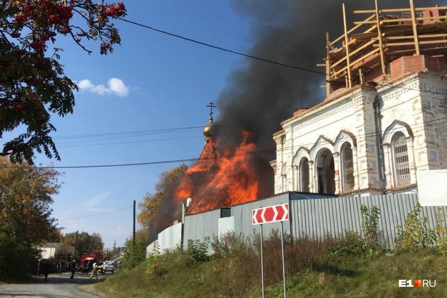 сгоревший храм в верхней сысерти